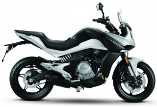 CFMOTO-650MT-2017-WHITE-LAT_adjust.jpg
